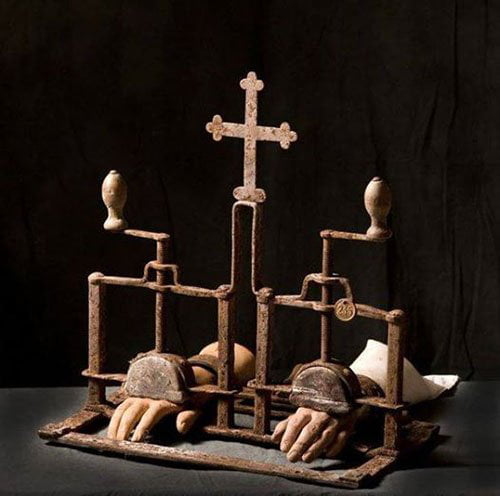 A hand crusher fitted with the cross ; used by Christian inquisitors on non Christians