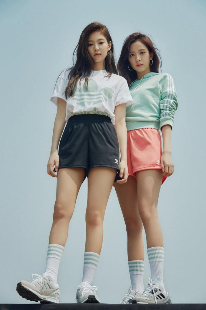 Photo : Jennie and Jisoo