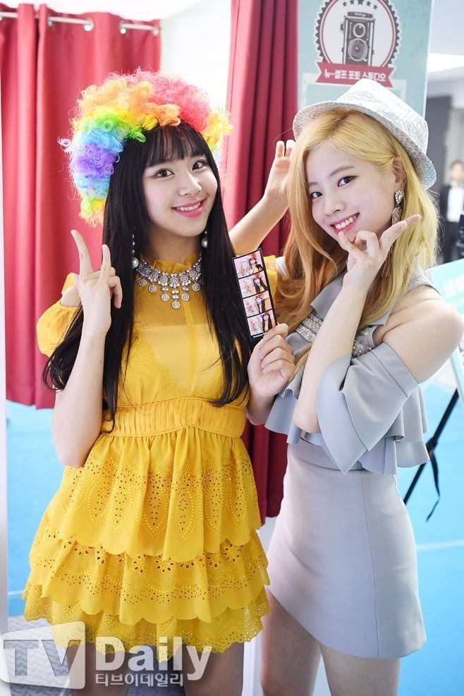 Photo : Chaeyoung and dahyun