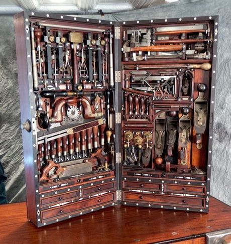 Studley Tool Chest held 220 tools in a 40 by 20 inch box that could hang on the wall. It held tools to make pianos. 1